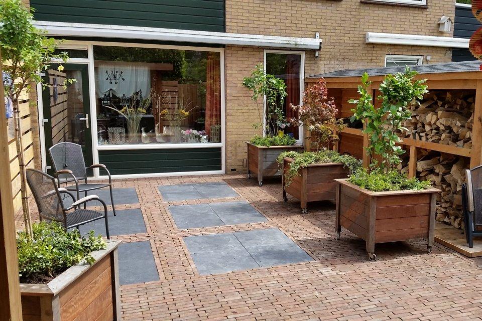 Aanleg van onderhoudsvrije tuin in huizen for Aanleg kleine tuin