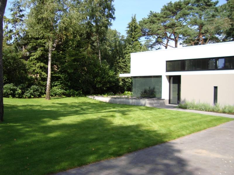 Modern tuinontwerp vrijstaande villa bilthoven - Hoe aangelegde tuin ...