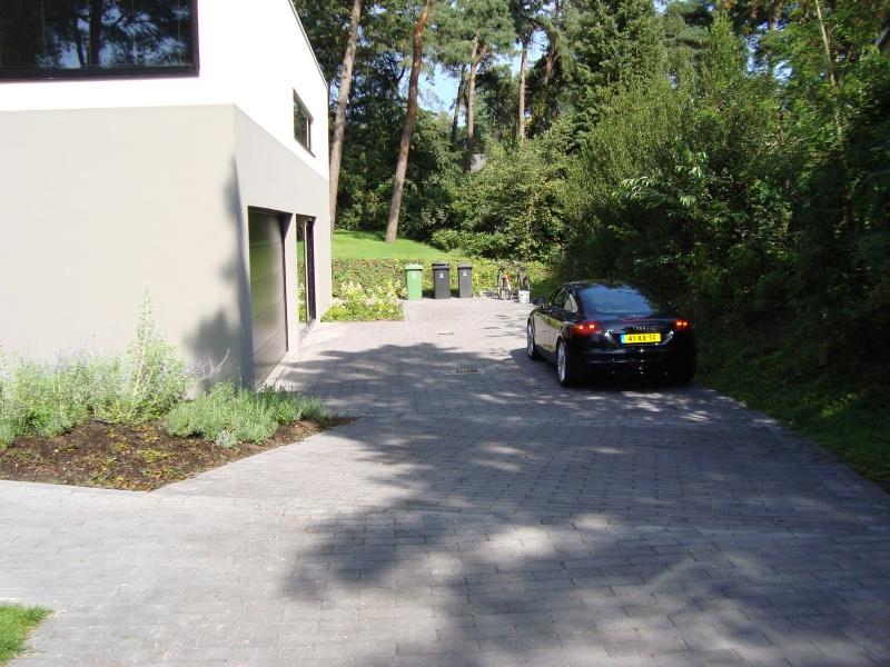 Heuvelachtig Tuin Ontwerp : Modern tuinontwerp vrijstaande villa bilthoven