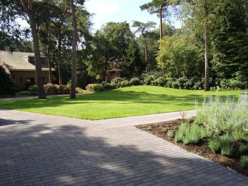 Modern tuinontwerp vrijstaande villa bilthoven - Aangelegde tuin ideeen ...