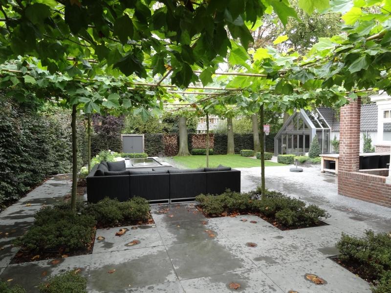 Moderne tuin aangelegd in bussum for Tuin aan laten leggen